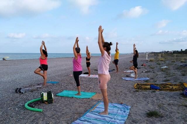Beneficios del Yoga en la Playa