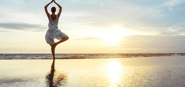 Beneficios del Yoga en la playa y Consejos